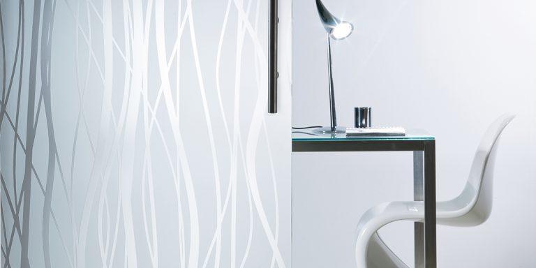 DecorDesign. Glass door in Fili pattern