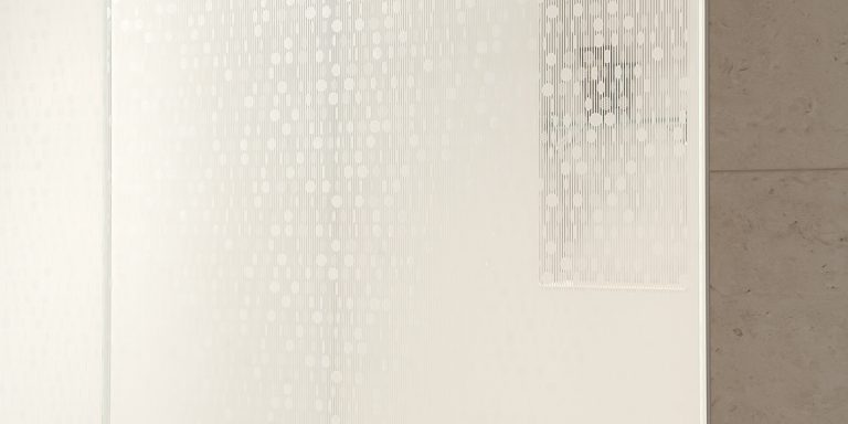 DecorDesign. Shower screen in Merletto pattern detail