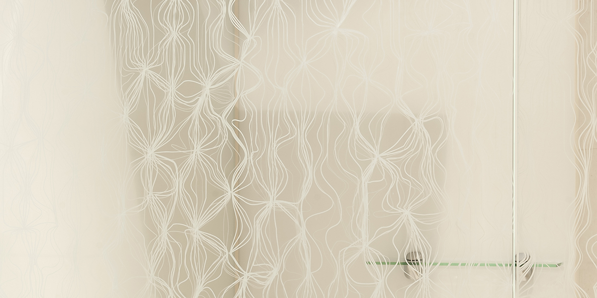 DecorDesign. Shower screen in Merletto pattern portrait
