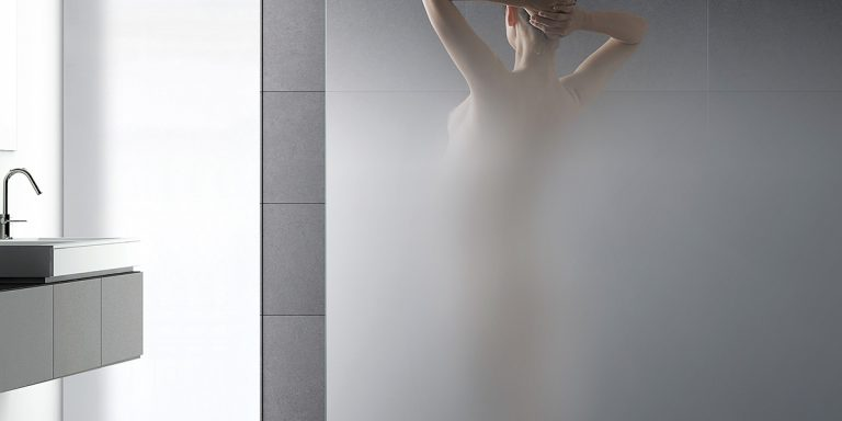 DecorSat Shower screen in Nuvola gradient with lady showering