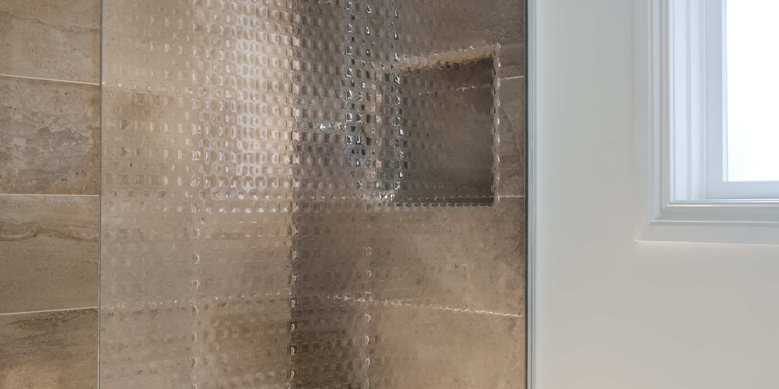 Formed Vision. Shower screen in Petite Square