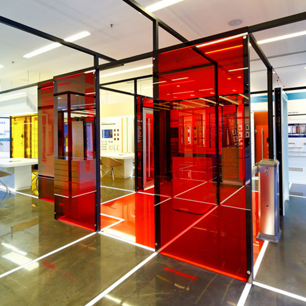 Red laminated glass