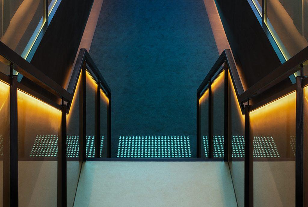 SEFAR mesh laminated glass PR Gold 140 50. Jackalope Hotel by Carr Design balustrade